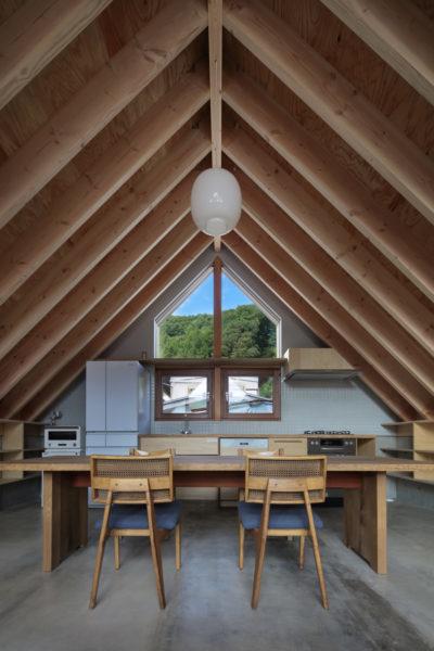 山桜のテーブルとキッチン天板