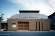 円を内包する教会