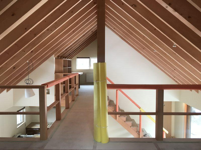 蓼科高原の別荘「窓辺に佇む山荘」