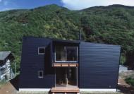 傾斜する家