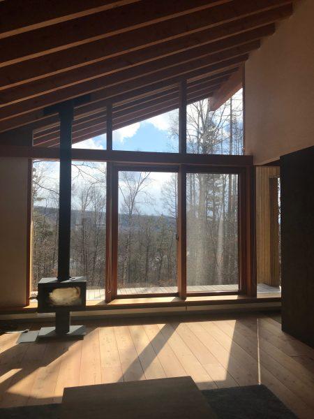 別荘の設計 蓼科高原 リビング 建築家のアトリエ