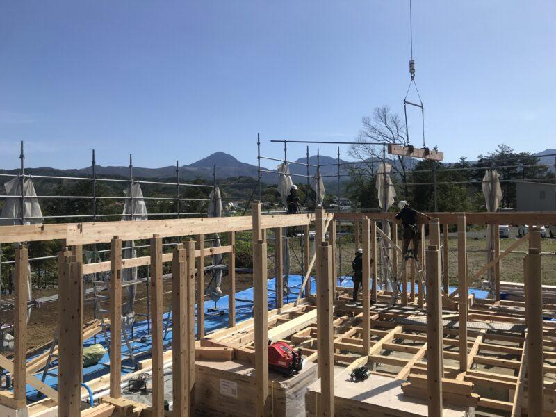 建て方1日目「霧ヶ峰を望む家」茅野市