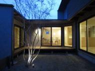 中庭と暮らす家