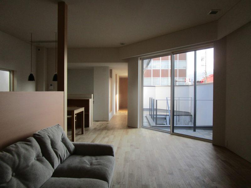 2階の居間 街角のコートハウス 松本市