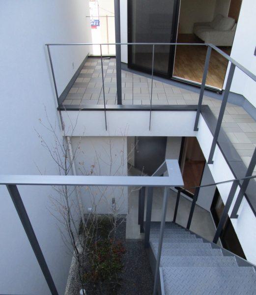 2階のテラス 街角のコートハウス 松本市