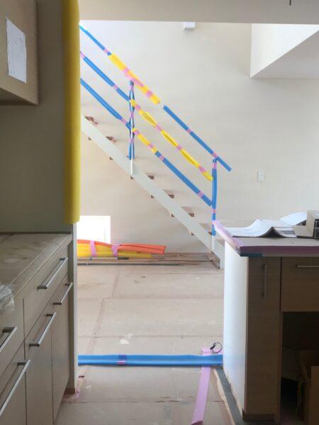 キッチンと階段と吹抜け
