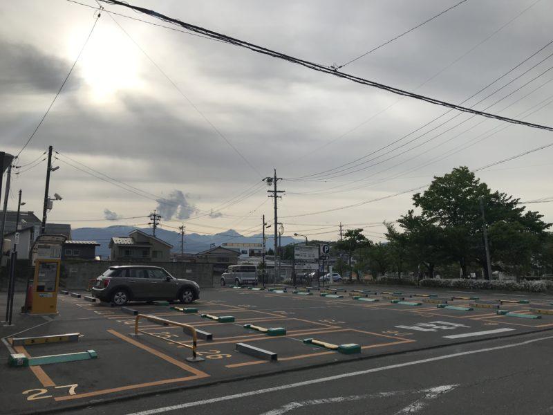 松本城近くの駐車場