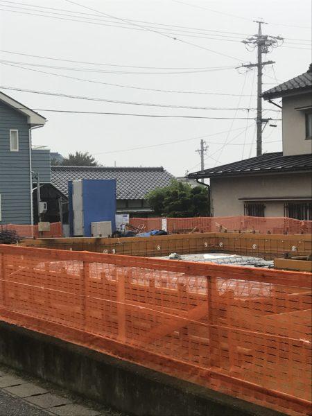 基礎工事 東西にひろがる家 松本市